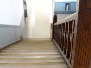 学校の階段