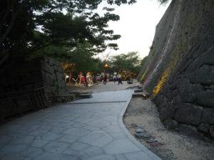 松山城大手門前
