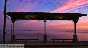 朝焼けの下灘駅